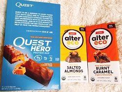 アイハーブの気になるプロテインバーを新規購入(^^♪ Quest Nutrition, ヒーロープロテインバー、チョコレートキャラメルピーカン