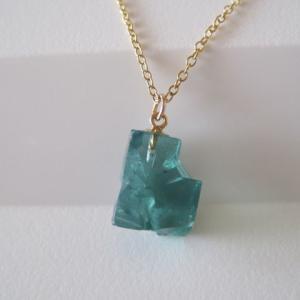 新作:ロジャリーフローライト原石のネックレス/蛍石/England Rogerly Mine 14kgf