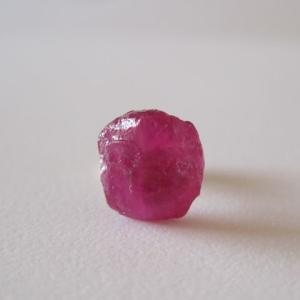 新作:ルビーの原石ピアス/Madagascar 片耳 14kgf