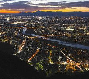 岐阜市/岐阜城から夜景楽しむ・照明落として違う街を