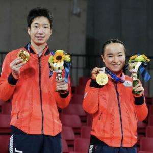 今日はまずこれっしょ!水谷隼・伊藤美誠ペア、混合ダブルス金メダル!