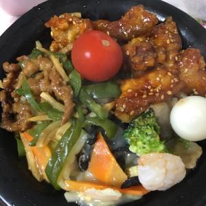 中華丼♪ トッピングの唐揚げと八宝菜と青椒肉絲目当て♪