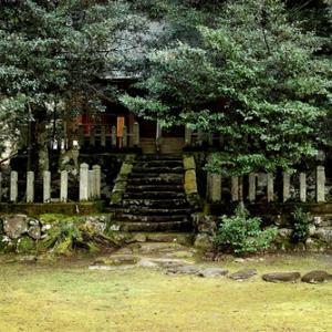 思子淵神社・・・時雨と虹