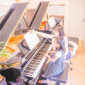 ピアノの練習するときに、○○がそばにありますか?