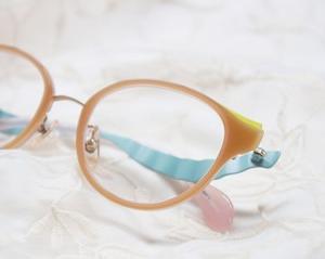 ゆめかわいいメガネ。リボンとパステル調で夢心地に・・・