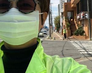 知的でモダン。マスクでもオシャレです。