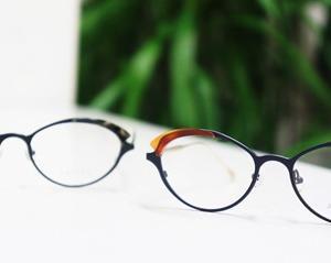 女性のためのカッコいいメガネ。
