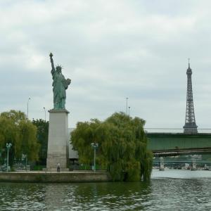 佃の石川島公園 パリ広場のベンチは特別だった?