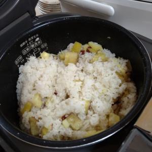 【たんぽぽ森本の家】今日はサツマイモご飯
