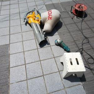 湯楽駐車場のセラミックタイル研磨