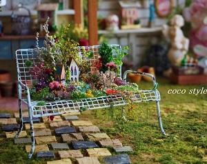 ガーデンベンチ・多肉植物とキノコの寄せ植え・2作品ヤフオク出品中です