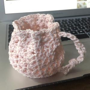 娘がYouTubeで編み方を見ながら編んでたので、私も一緒に作りました♪1時間半で完成し...