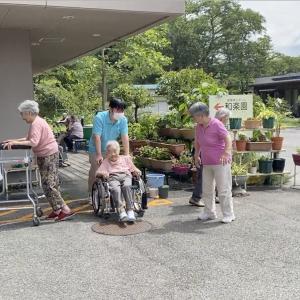 養護老人ホーム和楽園 多目的広場 いよいよ夏本番‼︎今日も歩くよ(^^)