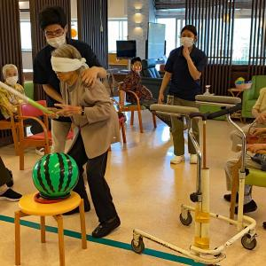 デイサービスセンターせいわ園 パッカーン(^○^)スイカ割り大会