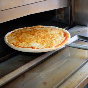 2019年夏旅 イタリア・ベルギー・イギリスの旅 ミラノ トルコ料理屋のピザ