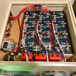 サブバッテリーをリチウムイオンバッテリーに交換したキャンピングカーが誕生!