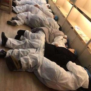 コロナウイルス:武漢の医療関係者