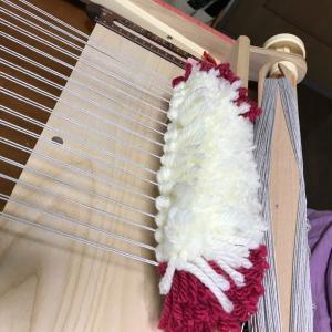 気温差激しいアトリエで、ノット織りでうさちゃん出現!被災地に思いを馳せて温もりが届きますように〜