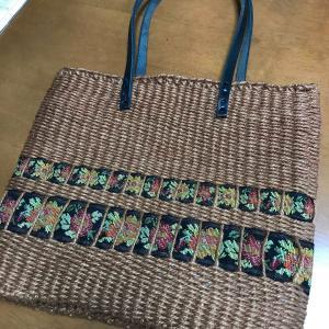 アトリエでは輪織りバッグが続々完成!新宿でおりりんポーチに感動して、アート作品連動だ〜。