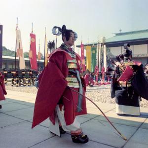 皇位継承式典、国民の祝福の中でつつがなく神秘的な伝統文化継承のなか収まる。