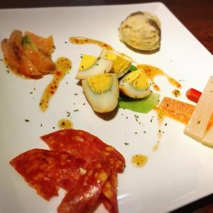 イタリアンカフェ ビアンコ bianco 薫製たまご お米のかわりに食べるカリフラワー