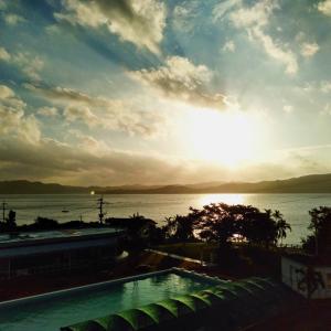奄美大島旅行⑨ホテルカレッタ 朝食 バイキング 焼き立てパン ブッフェ 奄美料理 朝日 ドヤされ