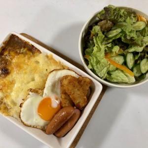【ラザニア皿で『焼きカレー』 ★ トッピングは目玉焼き・ウインナー・ハッシュドポテト】