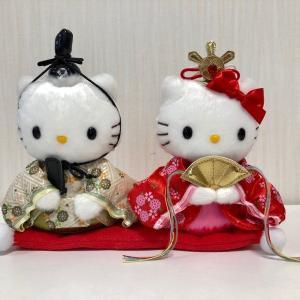 【今日は《ひなまつり》 キティちゃんの「おひなさま」 ★ 夕食は『手まり寿司』を中心に・・・ デザートは『桜餅』(関西風&関東風)】