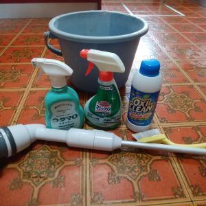 台所の床掃除