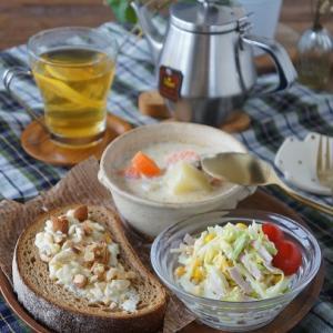 サーモンスープで朝ごはん