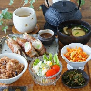 豚バラの野菜巻き、絶品おろしソース