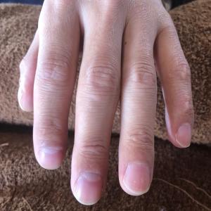 デキル人の爪は