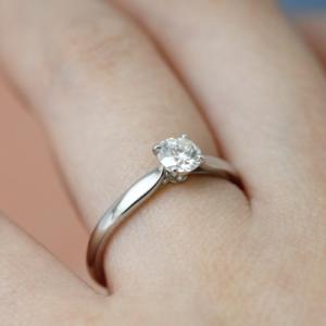 婚約指輪は4本爪?6本爪?