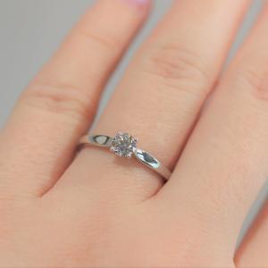 クリスマスプロポーズと共に婚約指輪を渡しませんか?シンプルで普段使いのしやすい婚約指輪 雅表参道
