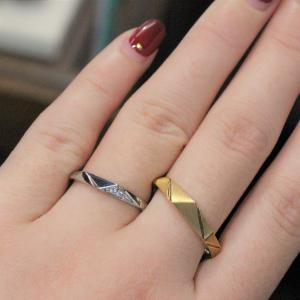 皆が着けている結婚指輪は嫌!という方におすすめ。個性的で人と差がつく結婚指輪 雅 表参道