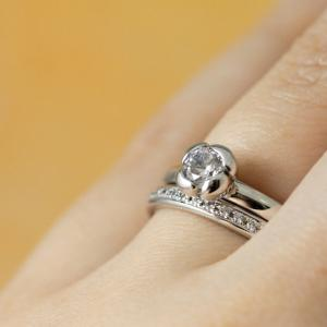 リングの上に咲くバラの花♡*ナチュラル可愛い婚約指輪✧*【京都本店】
