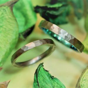鎚目の模様がカッコいい ! アレルギーフリーの結婚指輪♡【京都本店】