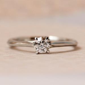 ダイヤモンドが薬指に浮かんで見える婚約指輪✧*究極シンプルモダンデザイン♡【京都本店】