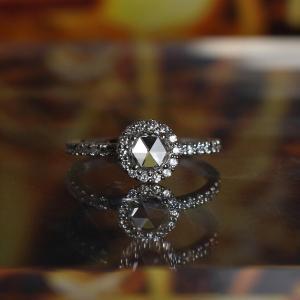 シンプル?ゴージャス?ひまわりの婚約指輪(エンゲージリング)【京都本店】