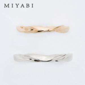 独特なウェーブラインに心が魅かれる結婚指輪【京都本店】