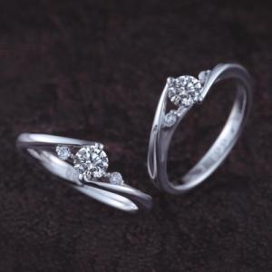 スタイリッシュで珍しいデザインの婚約指輪♪
