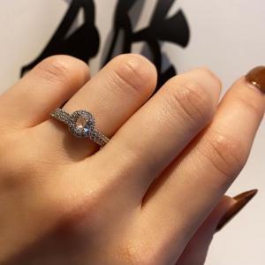 豆知識!どうして結婚指輪・婚約指輪は薬指に着けるのか?【京都本店】