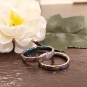 気取らない槌目模様に遊び心を加えた結婚指輪たち!【京都本店】