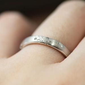 手彫りが可愛い落ち着いた雰囲気の結婚指輪♡【京都本店】