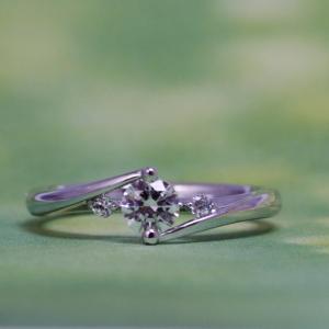 ダイヤモンドのカタチを存分に楽しめる婚約指輪✧₊⁺【京都本店】
