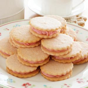 イチゴクリームサンドクッキー