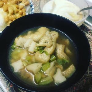 【今日のお味噌汁】根菜が美味しい季節になってきましたねー。