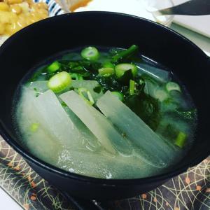 【今日のお味噌汁】大根をごま油で炒めてから 出汁を入れた作り方。