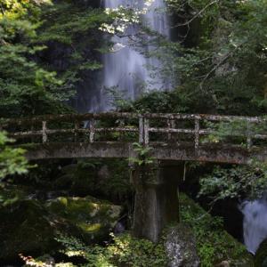 昔々の 長沢の滝 の写真が出てきました