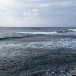 海は荒れ模様・・・